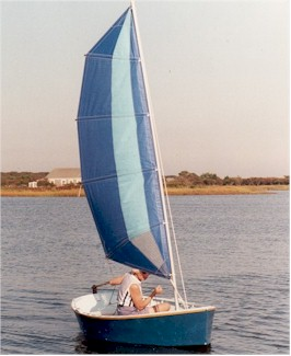 Richard Martin's Car-Topper 9 under sail